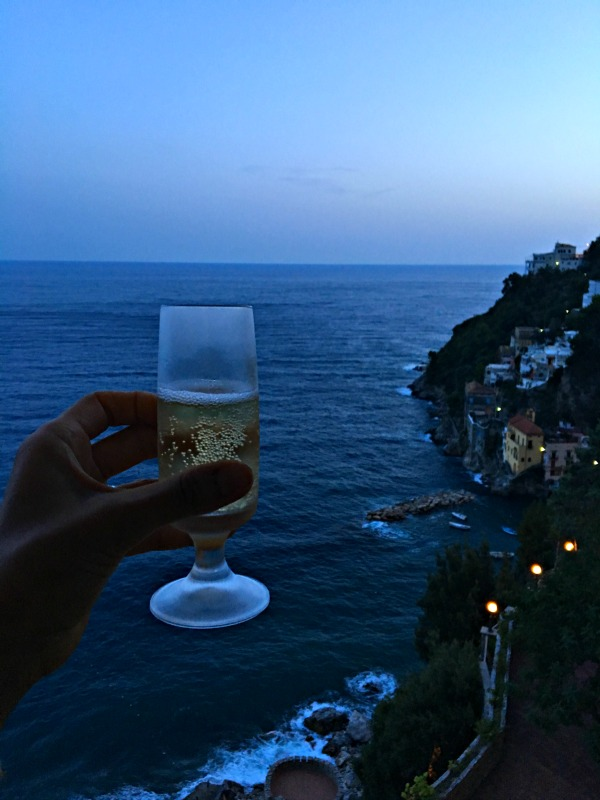 AmalfiCoast_GrandSaraceno_ChampagneToast